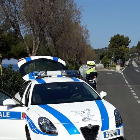 Controlli alla mattina presto al bivio di Miramare per la sicurezza stradale