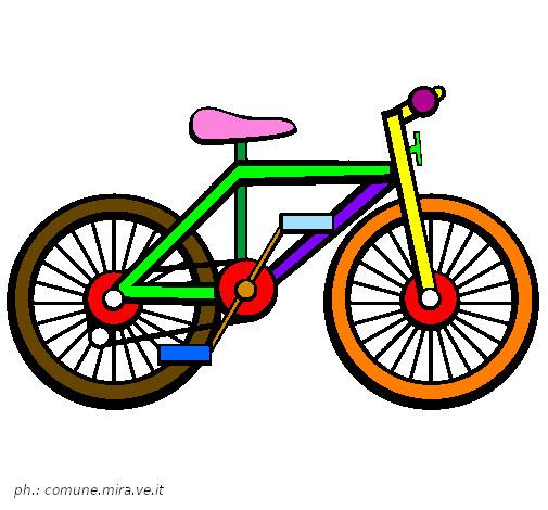 Vede la bici rubata in sella ad un altro e chiede aiuto alla Polizia Locale