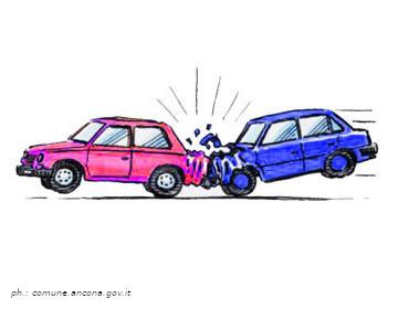 Fuggono dopo aver causato l'incidente: identificati e sanzionati 2 conducenti.