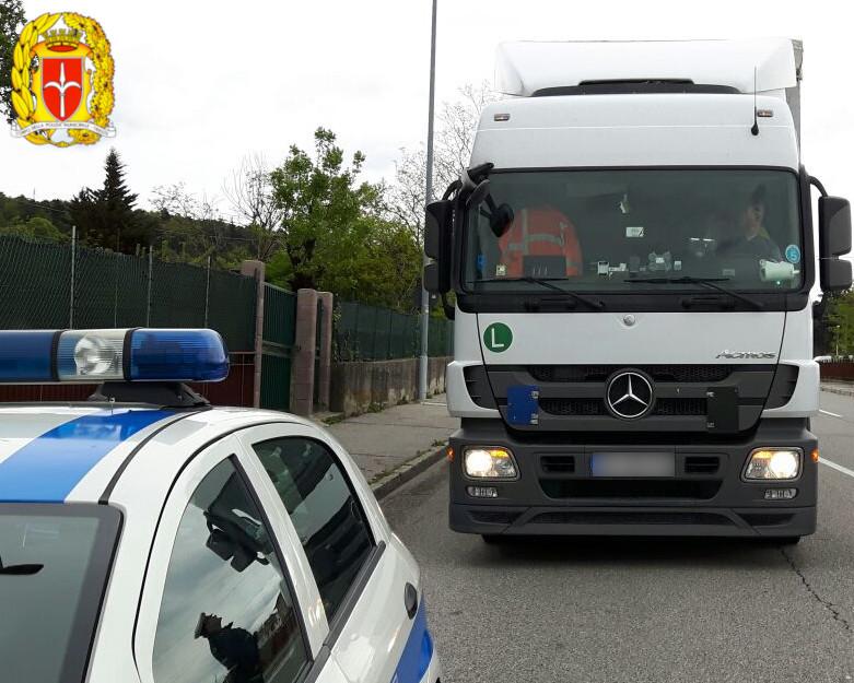 Polizia Locale: controlli congiunti sul traffico pesante. Sicurezza stradale e sicurezza sul lavoro: di undici TIR, uno solo in regola